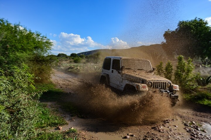 Jeep Bugging Out